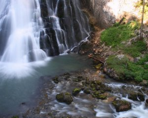 wallpaper-cascada-artistica-en-el-bosque-790940