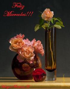 Vase-Roses-Red-Ball