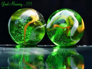 3d-Crystal-Green-Balls-wallpaper