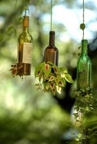 hanging-wine-bottle-garden4