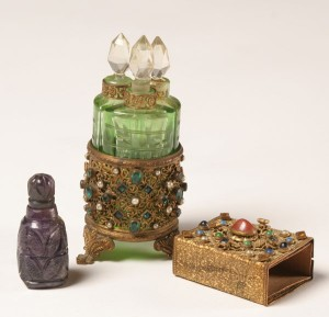 old_vintage_perfume_collection_21