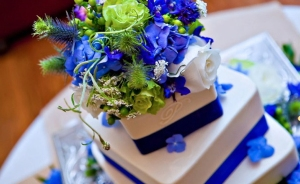 blue-white-wedding-cake
